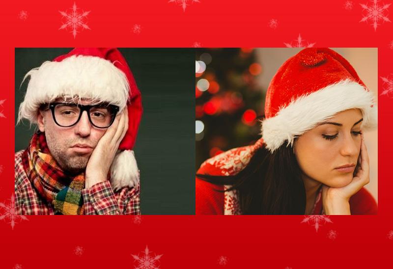 Снимка на тъжни момче и момиче с коледни шапки